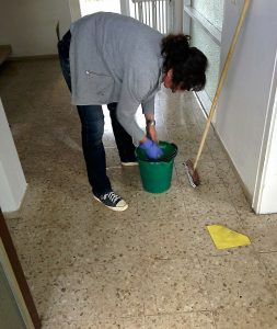 cleaning-lady-258520_1280 (1)